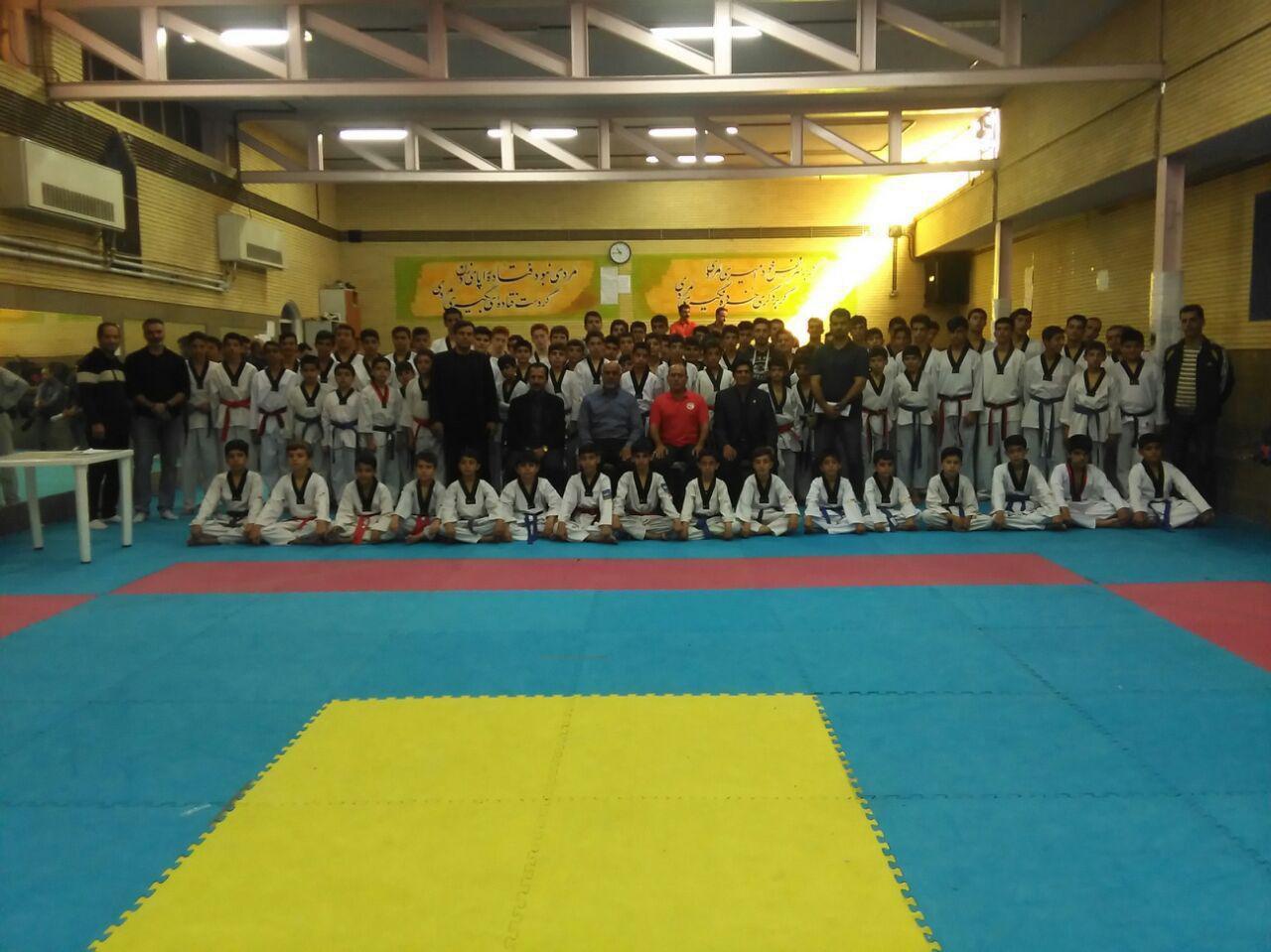 برگزارى آزمون كشورى قرمز تا دان ٢ دوره ٢٤١ پسران در خانه تكواندو شهرستان سنندج با موفقیت ورزشکاران سقزی