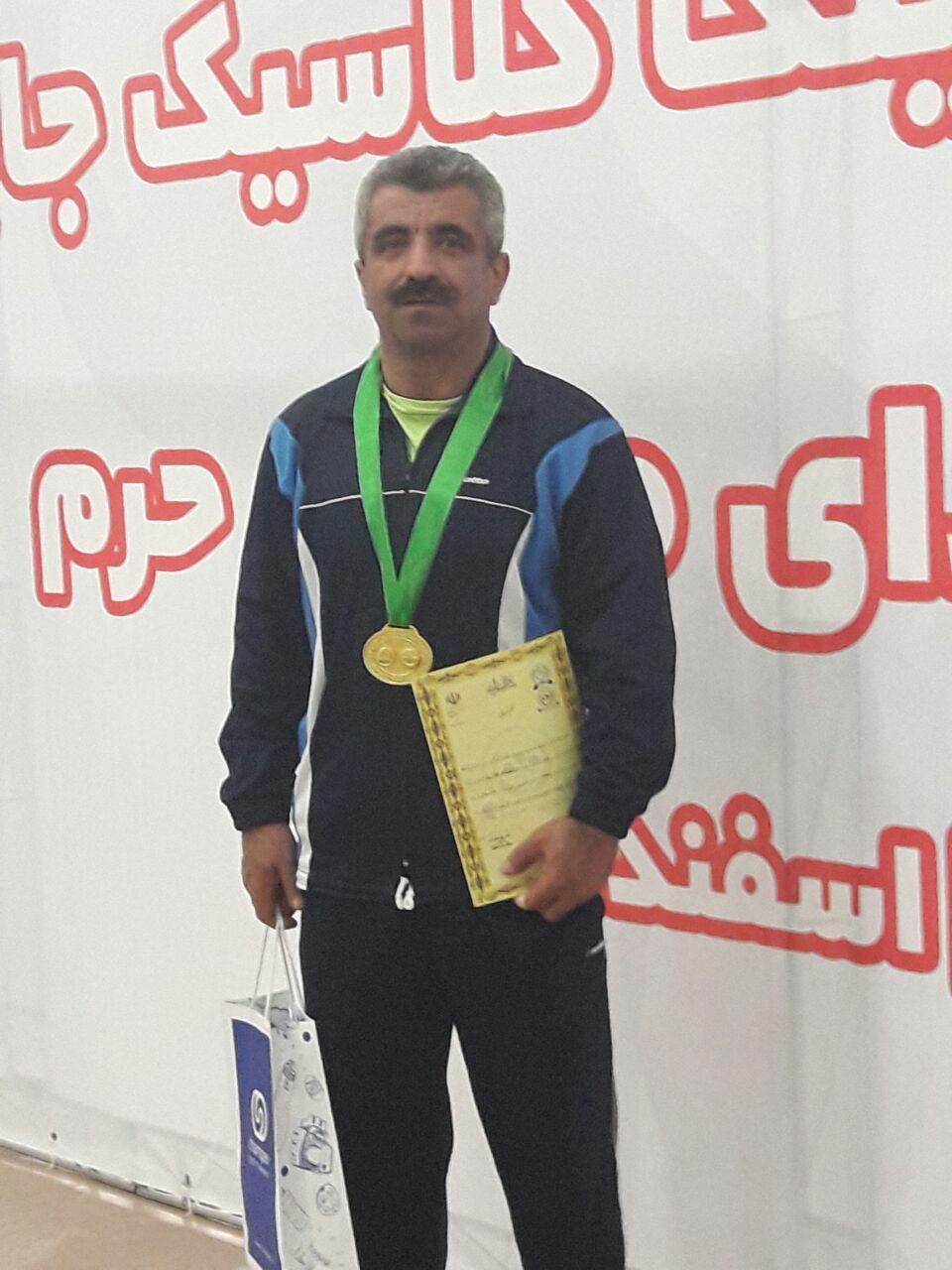 کسب مدال طلای  ورزشکار پیشکسوت سقزی در مسابقات پاورلیفتینگ قهرمانی کشور