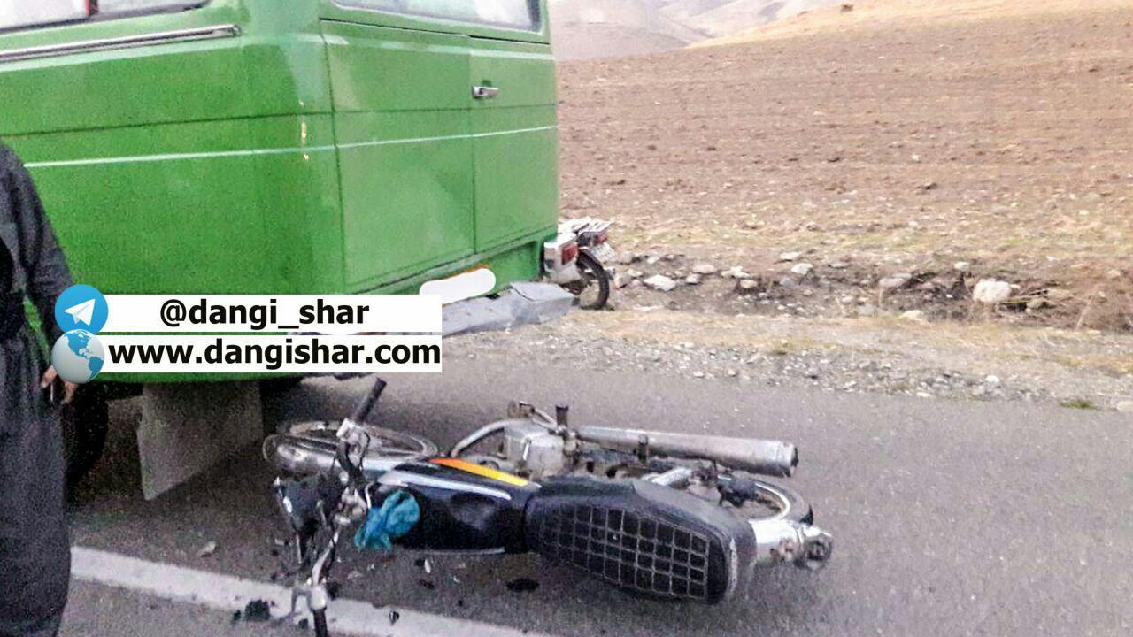 2 مصدوم در برخورد موتورسیکلت و مینی بوس
